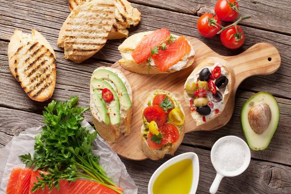 ストックフォト: トースト · サンドイッチ · アボカド · トマト · 鮭 · 木製