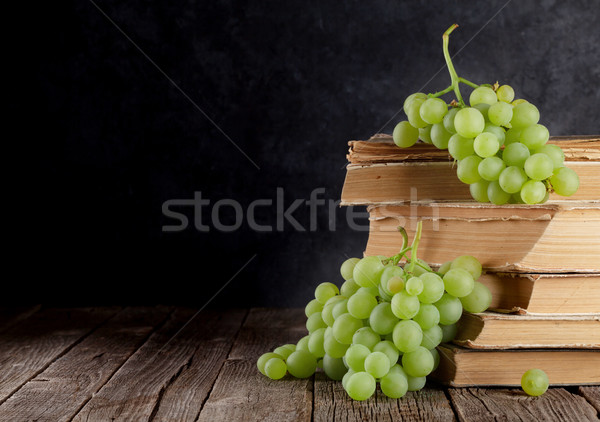 White grapes Stock photo © karandaev