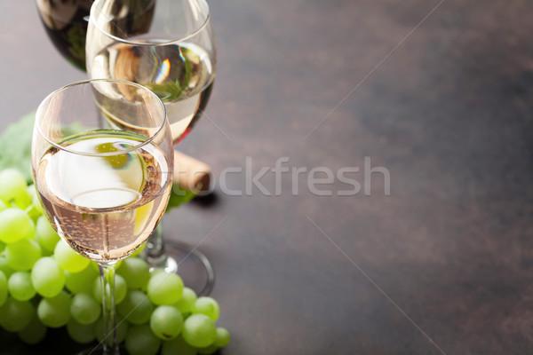 Borospoharak szőlő kő asztal űr bor Stock fotó © karandaev