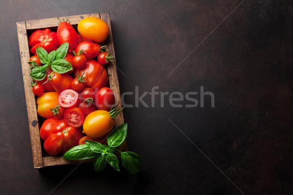 Taze bahçe domates fesleğen pişirme tablo Stok fotoğraf © karandaev