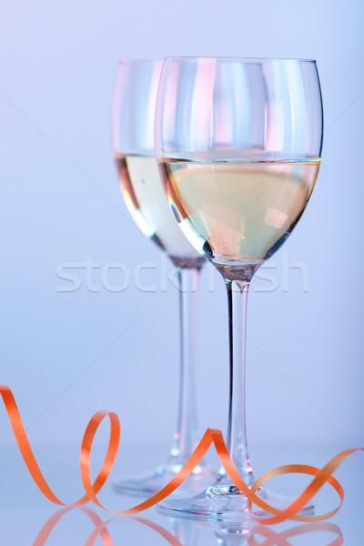 Kettő borospoharak fehérbor fény üveg szín Stock fotó © karandaev