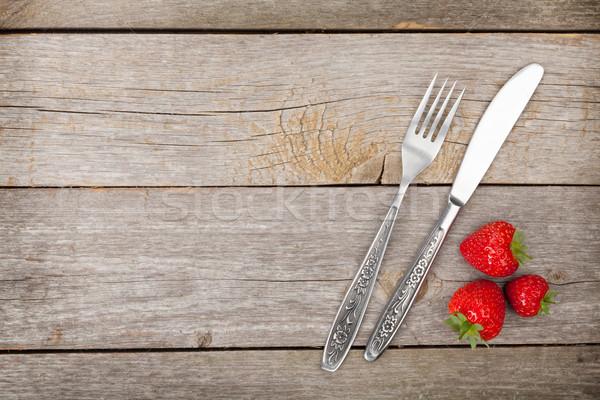 érett eprek ezüst étkészlet fa asztal copy space étel Stock fotó © karandaev