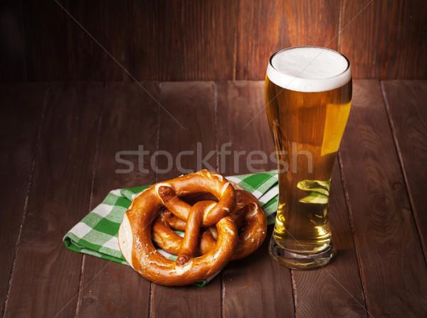 Alman birası bira cam tuzlu kraker ahşap masa görmek Stok fotoğraf © karandaev