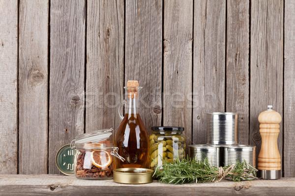 Főzés hozzávalók gyógynövények fűszer polc rusztikus Stock fotó © karandaev