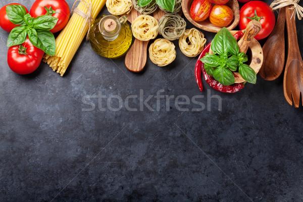 Cucina italiana cottura pomodori basilico spaghetti pasta Foto d'archivio © karandaev