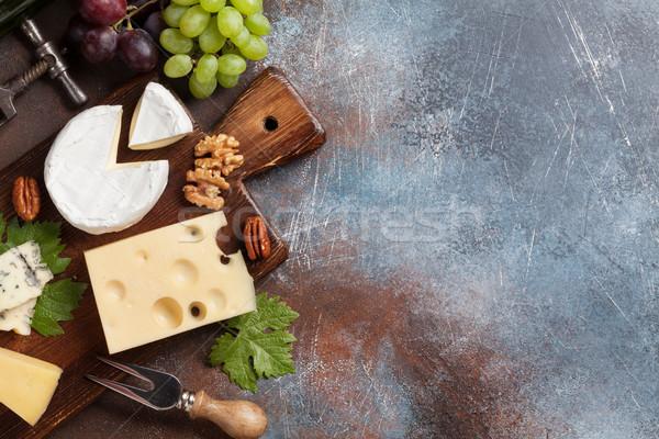 チーズ プレート ブドウ ナッツ ワイン 先頭 ストックフォト © karandaev
