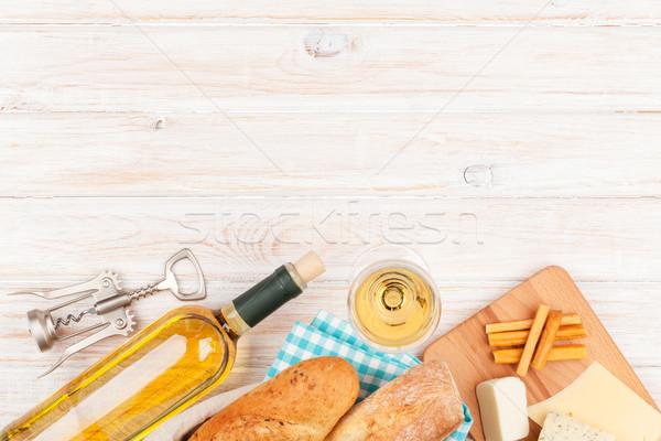 Witte wijn kaas brood witte houten tafel exemplaar ruimte Stockfoto © karandaev