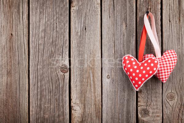 Dos día de san valentín corazones rústico pared Foto stock © karandaev