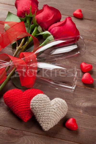 Red roses serca szampana okulary drewna walentynki Zdjęcia stock © karandaev