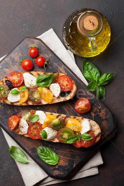 Bruschetta tomaten mozzarella basilicum kerstomaatjes Stockfoto © karandaev