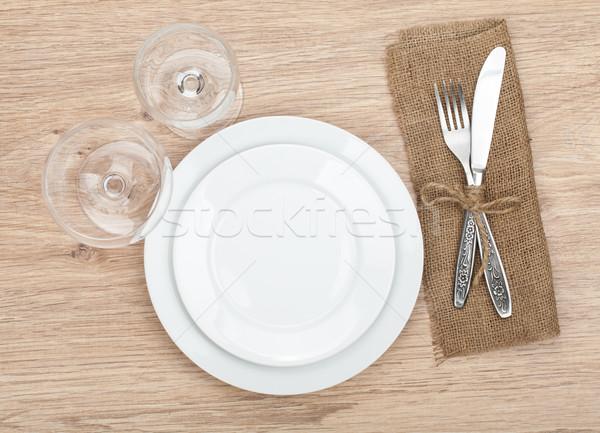 üres tányér borospoharak ezüst étkészlet szett fa asztal Stock fotó © karandaev