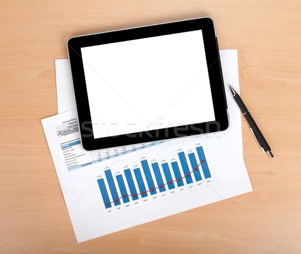Stock fotó: Tabletta · képernyő · papírok · számok · táblázatok · felülnézet