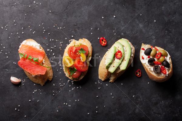 ストックフォト: トースト · サンドイッチ · アボカド · トマト · 鮭 · オリーブ