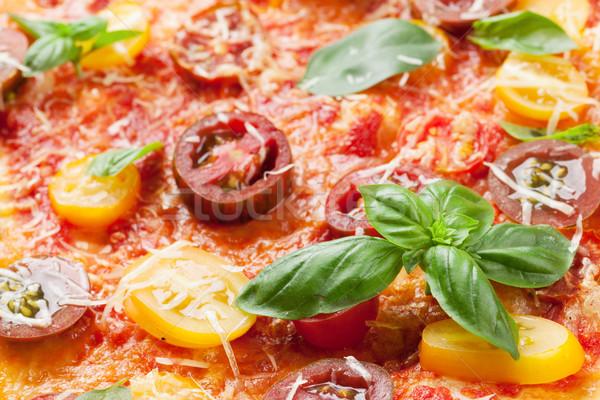 Házi készítésű pizza paradicsomok mozzarella bazsalikom közelkép Stock fotó © karandaev