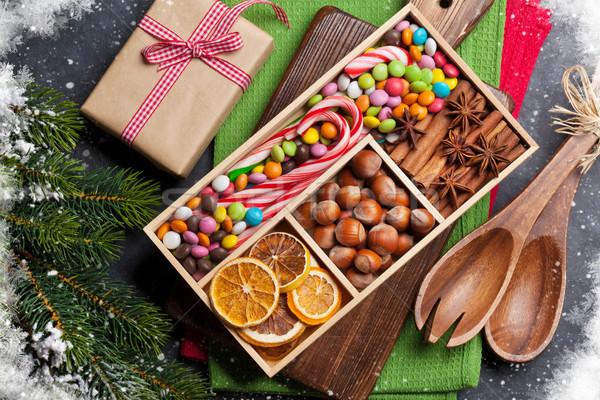Karácsonyi étel dekoráció ajándék doboz karácsony főzés asztal Stock fotó © karandaev