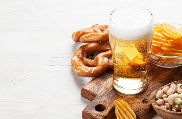 Bier snacks houten tafel noten chips Stockfoto © karandaev
