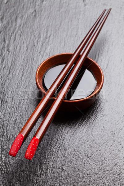 Japonais sushis baguettes sauce de soja bol noir Photo stock © karandaev