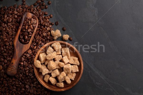Chicchi di caffè zucchero di canna pietra tavola top view Foto d'archivio © karandaev