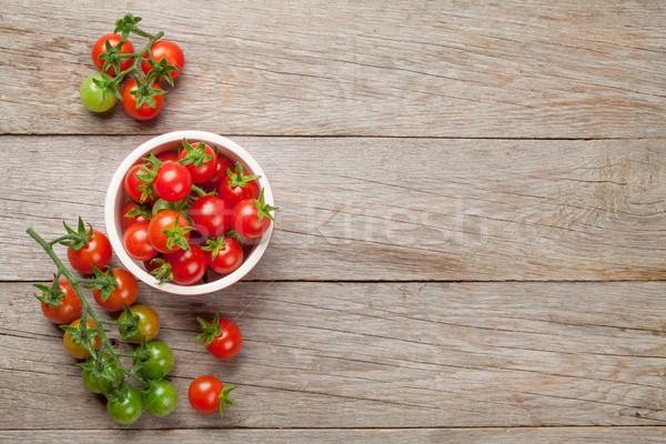 Kiraz domates çanak ahşap masa üst görmek bo Stok fotoğraf © karandaev