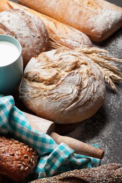 Pain lait tasse alimentaire table Photo stock © karandaev