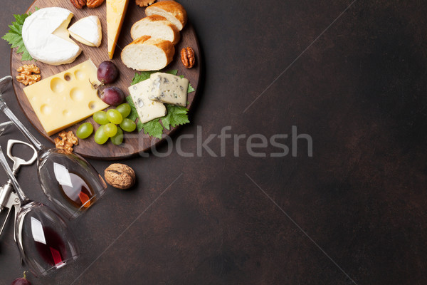 Fromages plaque raisins noix vin haut Photo stock © karandaev