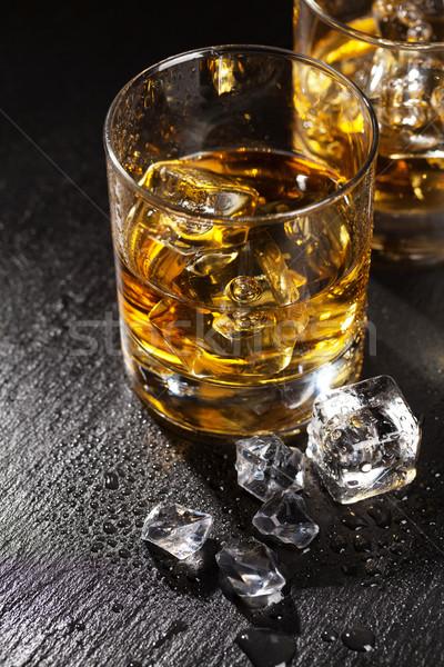 Verres whiskey glace noir pierre table Photo stock © karandaev