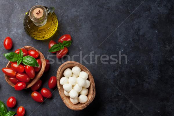 Mozzarella sajt paradicsomok bazsalikom gyógynövény levelek Stock fotó © karandaev