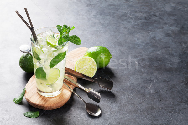 Mojito cocktail donkere steen tabel exemplaar ruimte Stockfoto © karandaev