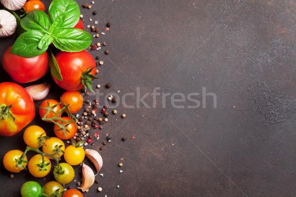 Stok fotoğraf: Domates · fesleğen · zeytinyağı · baharatlar · taş · tablo