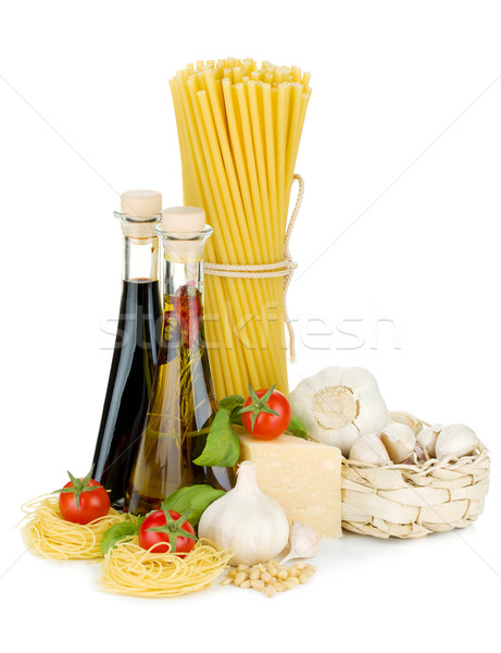 Stockfoto: Pasta · tomaten · basilicum · olijfolie · azijn · knoflook