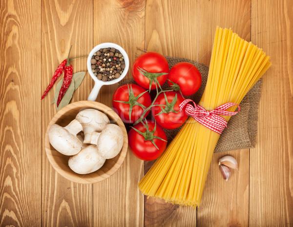Foto stock: Macarrão · tomates · cogumelos · temperos · mesa · de · madeira · folha