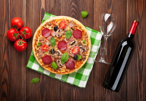 イタリア語 ピザ ペパロニ 赤ワイン 木製のテーブル 先頭 ストックフォト © karandaev