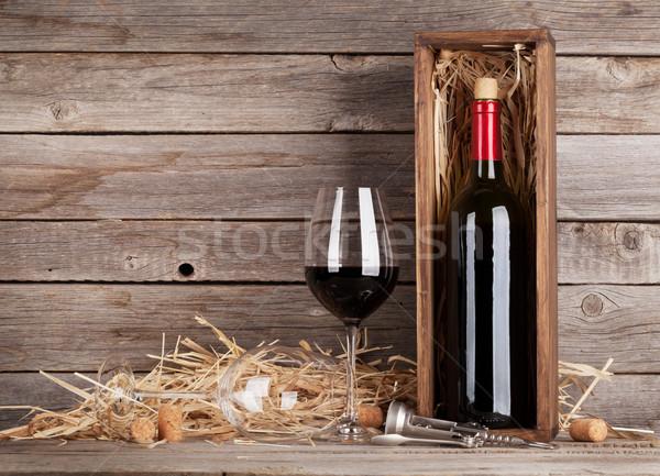 şişe şarap bardakları ahşap duvar bo Stok fotoğraf © karandaev