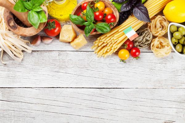 Cucina italiana pasta ingredienti tavolo in legno top view Foto d'archivio © karandaev