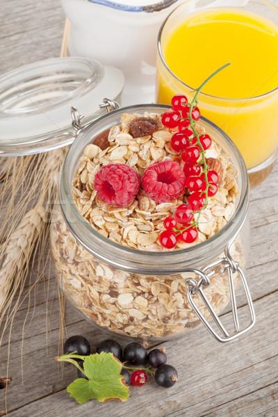 Foto stock: Desayuno · muesli · bayas · jugo · de · naranja · mesa · de · madera · madera