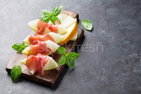Fraîches melon prosciutto basilic antipasti sombre Photo stock © karandaev
