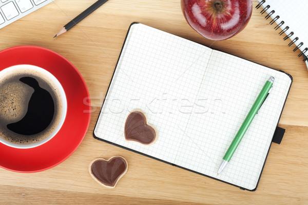 Stok fotoğraf: Kahve · fincanı · kurabiye · kırmızı · elma · ahşap · masa · iş