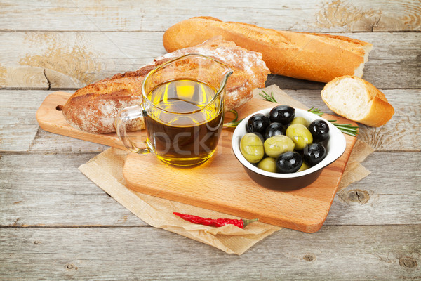 Nourriture italienne apéritif olives pain épices table en bois Photo stock © karandaev
