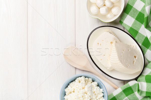 Fromages table en bois haut vue Photo stock © karandaev