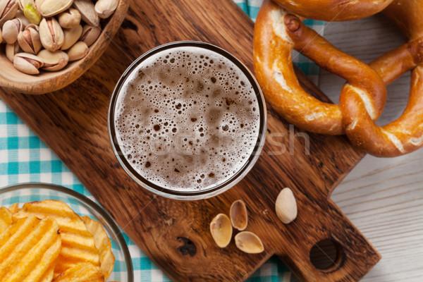 Alman birası bira kupa ahşap masa fındık Stok fotoğraf © karandaev