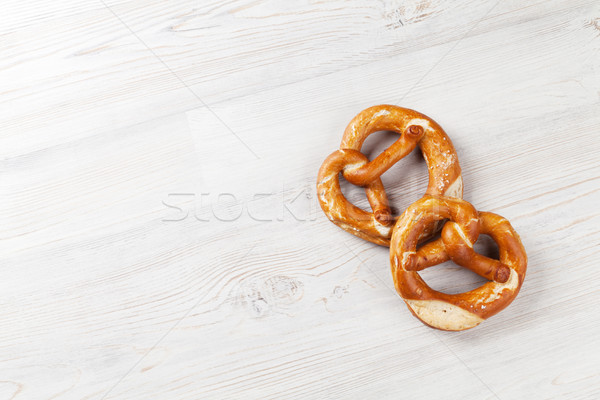 Photo stock: Bretzel · bière · collations · table · en · bois · haut · vue