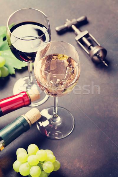 Borospoharak szőlő kő asztal űr szöveg Stock fotó © karandaev