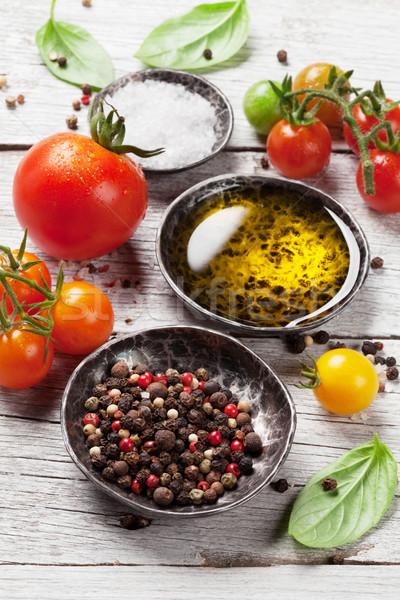 蕃茄 羅勒 橄欖油 香料 木桌 烹飪 商業照片 © karandaev