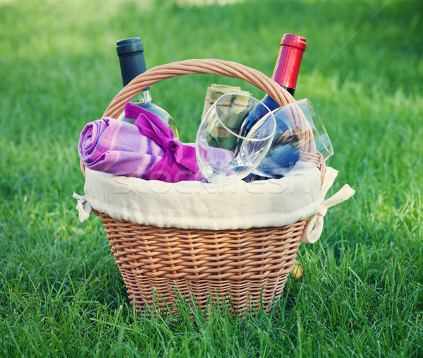 Açık piknik sepeti şarap çim şişeler gözlük Stok fotoğraf © karandaev