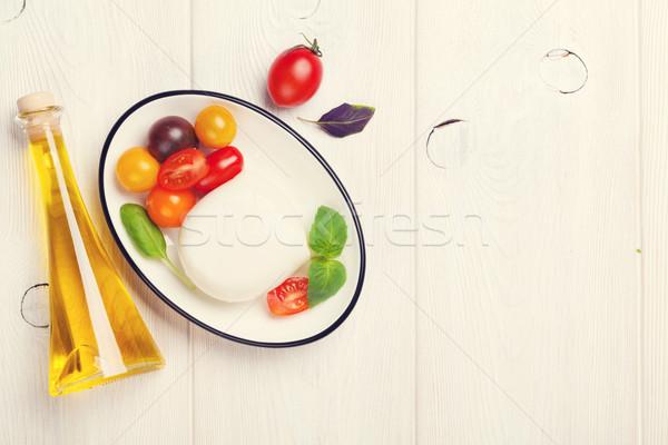 Mozzarella domates fesleğen zeytinyağı ahşap masa üst Stok fotoğraf © karandaev