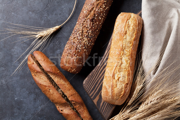 Różny bochenek chleba kamień tabeli górę Zdjęcia stock © karandaev