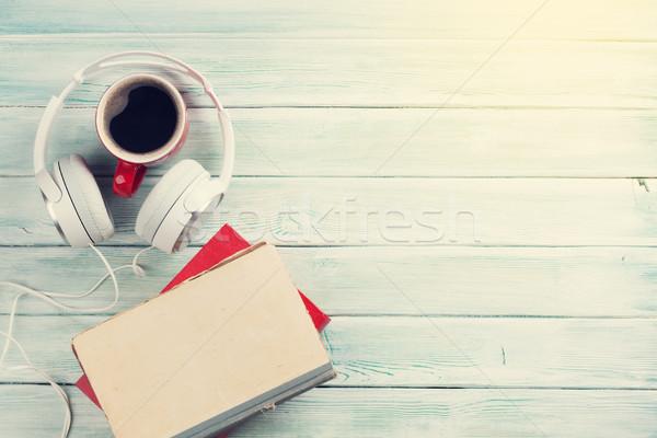 Audio könyv fejhallgató kávé könyvek fa asztal Stock fotó © karandaev