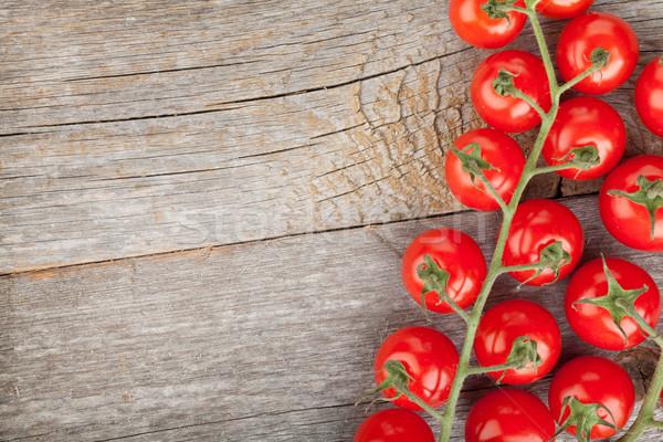 Mesa de madeira tomates cereja cópia espaço madeira fruto saúde Foto stock © karandaev