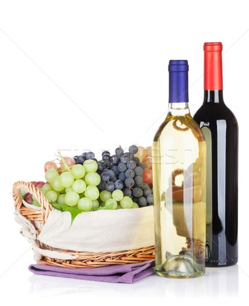 Foto d'archivio: Bianco · vino · rosso · bottiglie · uve · isolato · vino