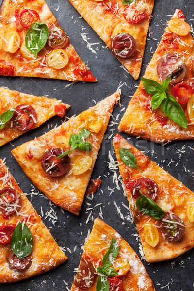 Pizza tomates mozzarella albahaca casero Foto stock © karandaev